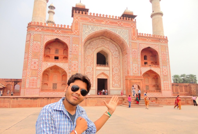 Akbar The Great Palace record a video at Mugh...